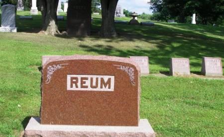REUM, FRANK H. FAMILY STONE - Winneshiek County, Iowa   FRANK H. FAMILY STONE REUM